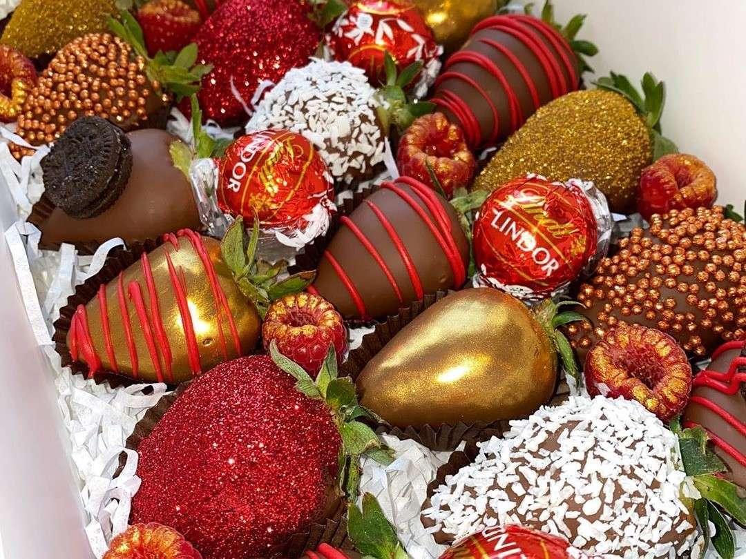 Valentine's-Day-Chocolate-Covered-Strawberries